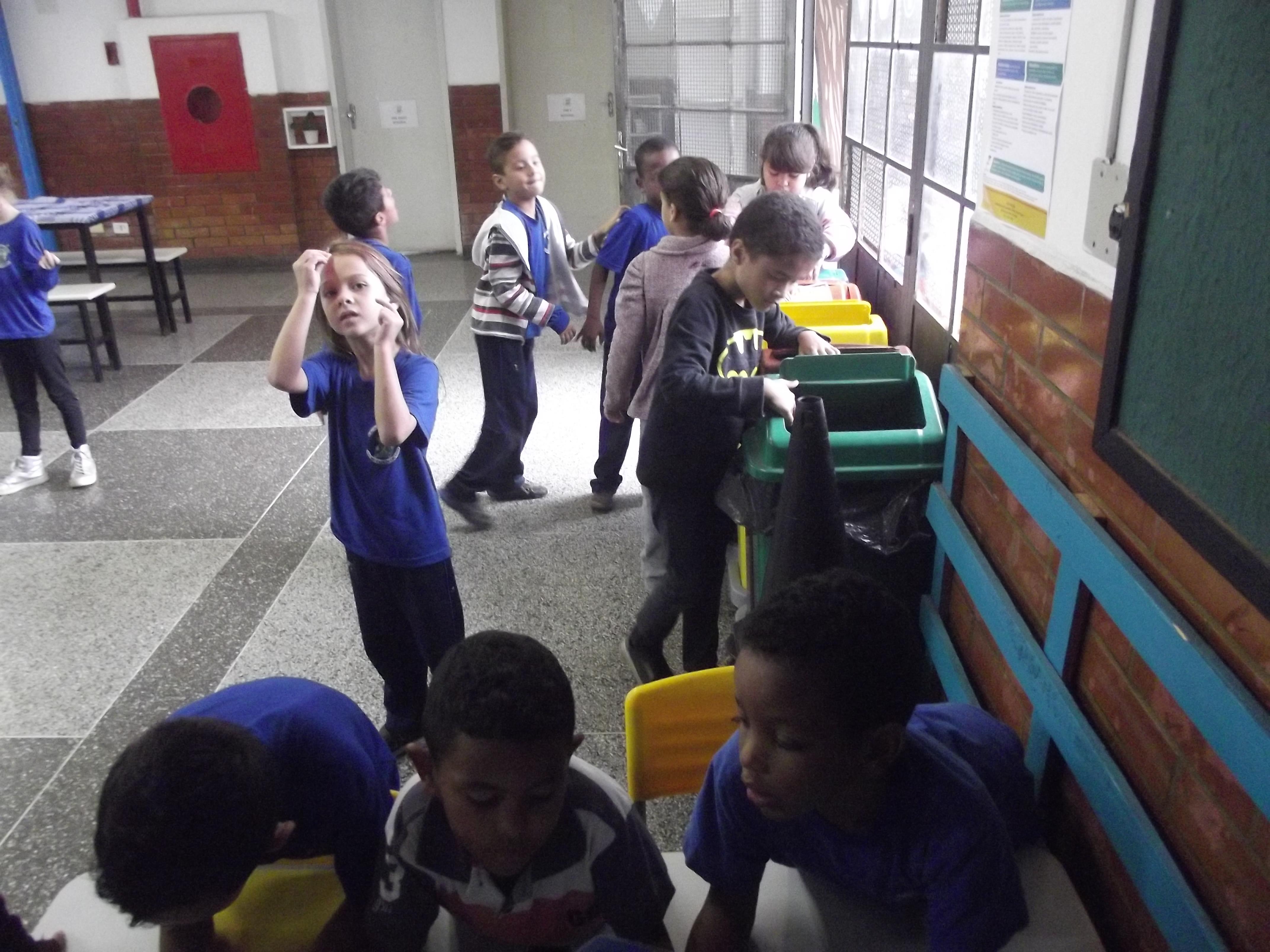 Estudantes da rede municipal separam resíduos sólidos