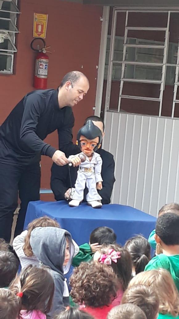 Dia de Teatro - CIA MANOEL KOBACHUK  As crianças adoraram os bonecos da Peça Música Maestra