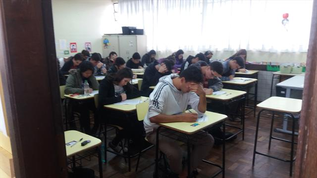Escola Prof. Brandão Recebe Vestibulandos da ONG Vai Cair na Prova