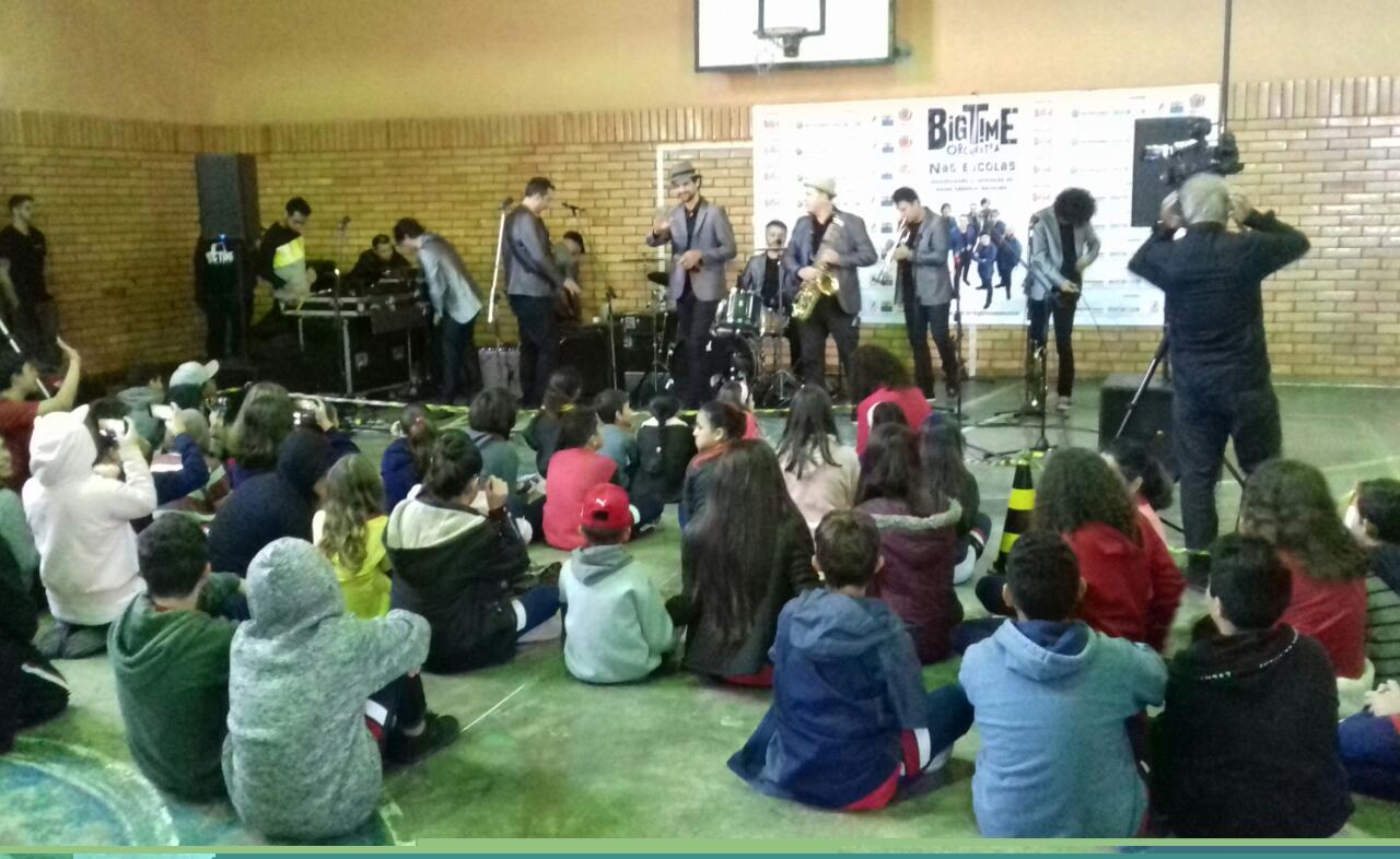 Big Time Orchestra agita a Escola Municipal Professor Erasmo Pilotto