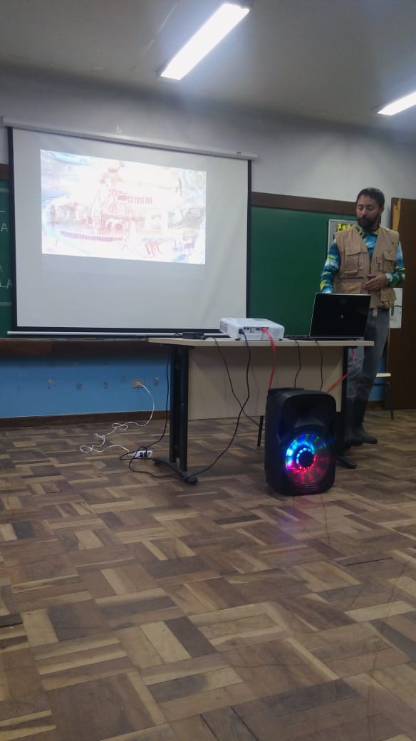Cientista visita a escola para falar sobre Drones e astronomia