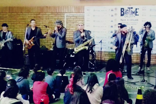 Big Time Orchestra agita a Escola Municipal Profes