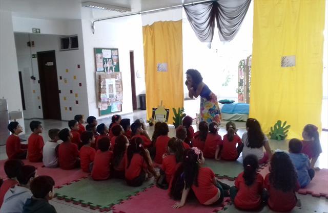 Lindas contações de histórias na Escola Municipal Professor Kó Yamawaki