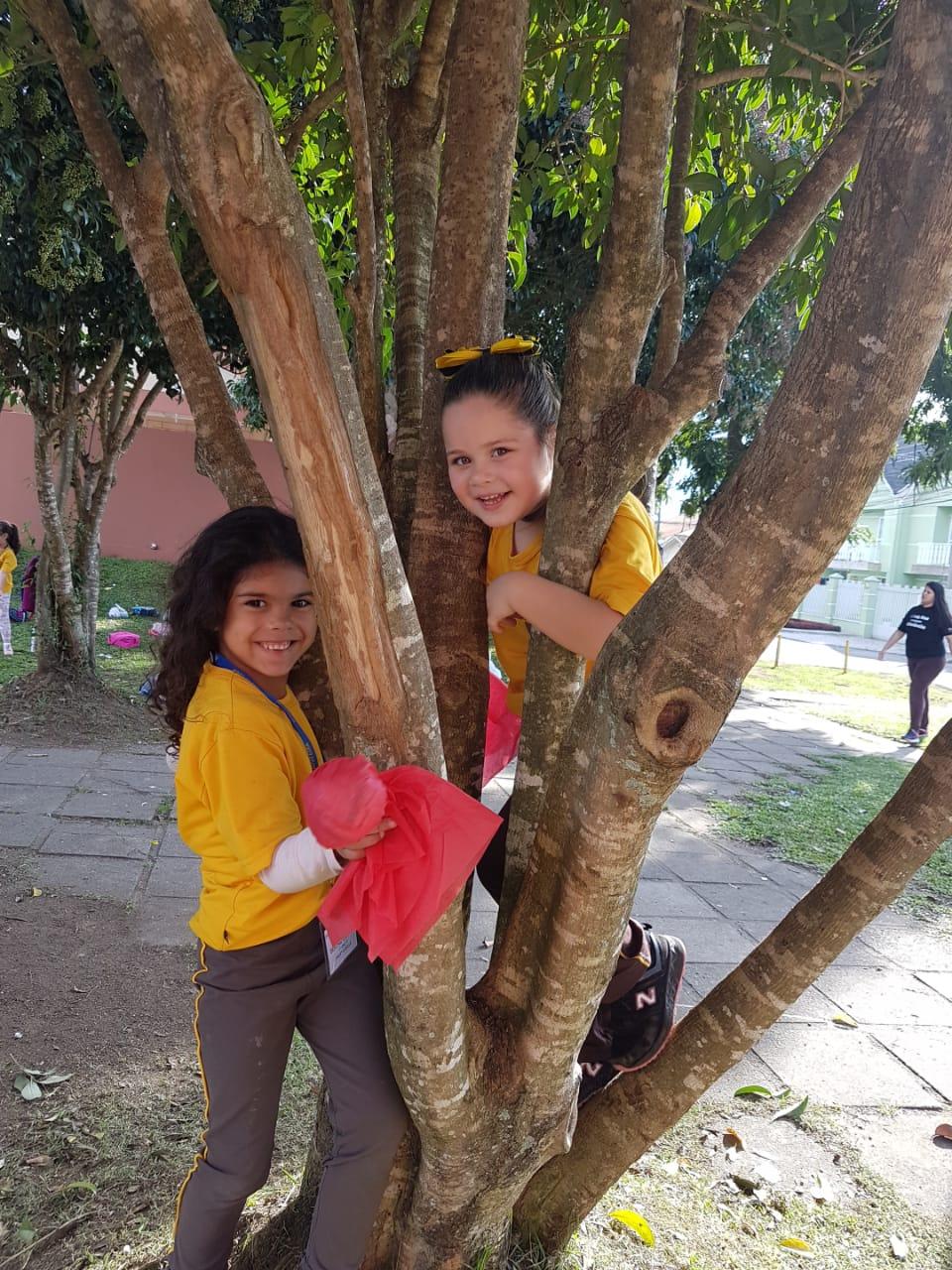 Linhas na Praça ? proposta lúdica no Jardinete Professora Ieza Almeida Bronholo