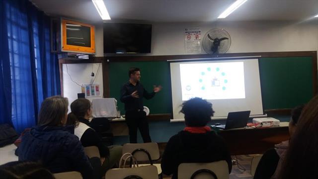 Escola recebe reunião com articuladores
