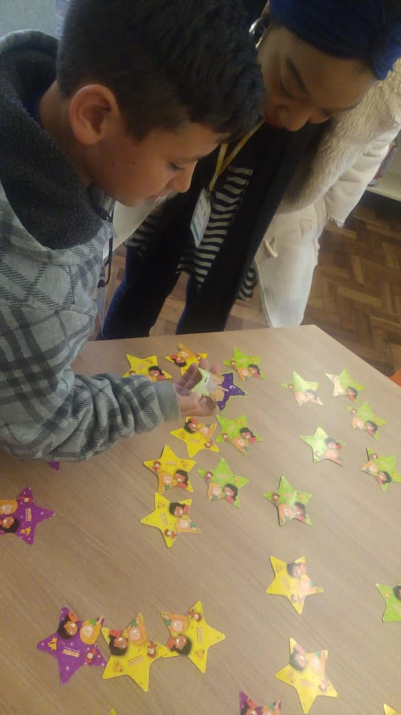 Alunos da UEI Pilarzinho desenvolvem a criatividade em atividade desenvolvida na