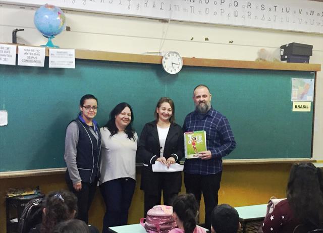 Primeira aula de Língua Estrangeira na Escola Santa Ana Mestra - NRE TQ