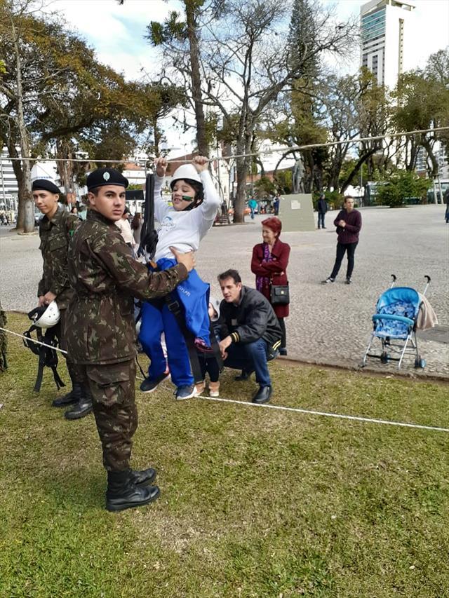 Exposição do exército na Praça Rui Barbosa
