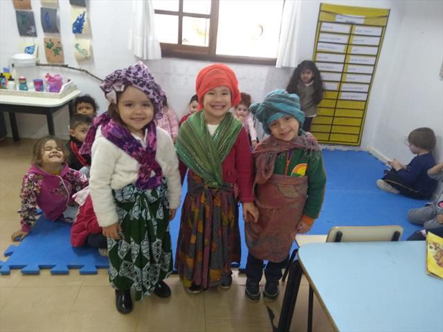 No CMEI Cora Coralina as professoras Adriane e Eliane, em parceria com as famíli