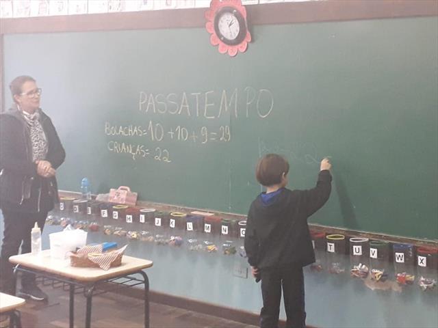 Professoras do primeiro ano utilizam bolacha Passa