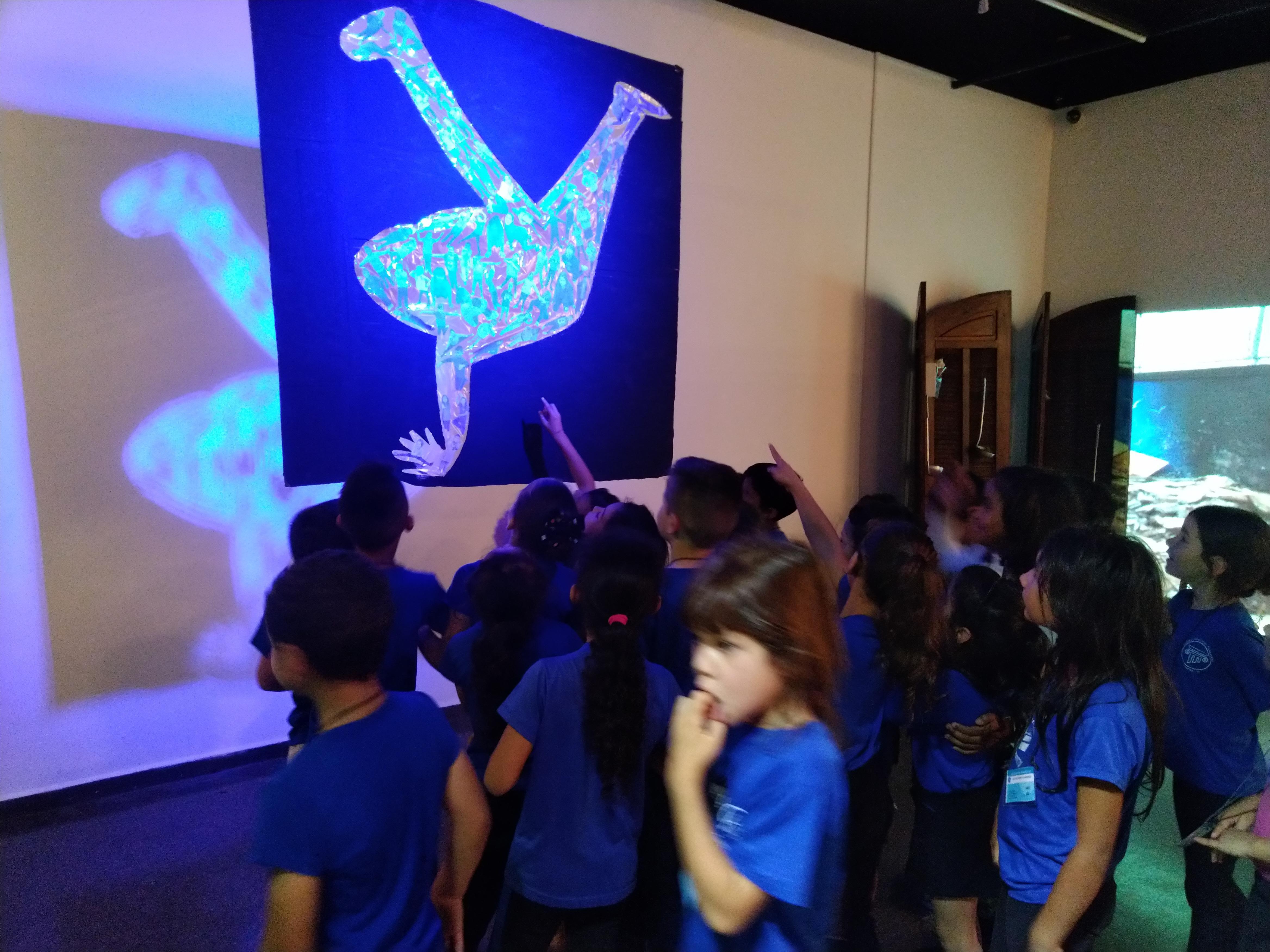 UEI Pilarzinho visita IV Bienal de Arte/Educação