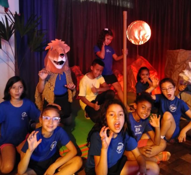 Cena de O Rei Leão é apresentado na escola