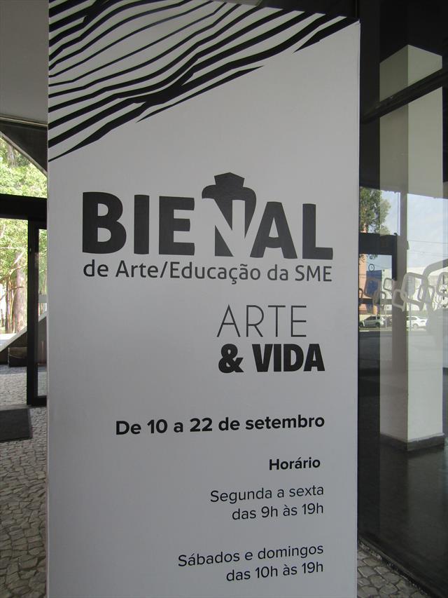 Um podcast com entrevistas sobre a Bienal