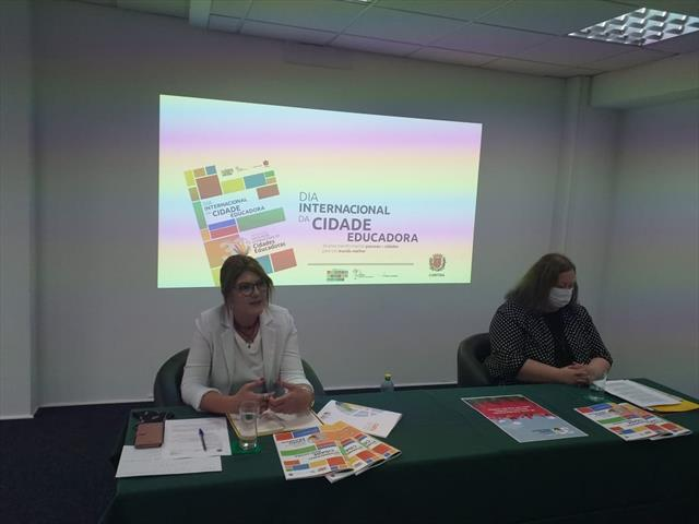 Com live sobre educação remota, Curitiba participa