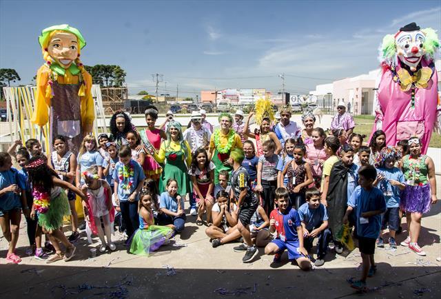 Aula de  Iniciação ao Samba na  Regional Tatuquara
