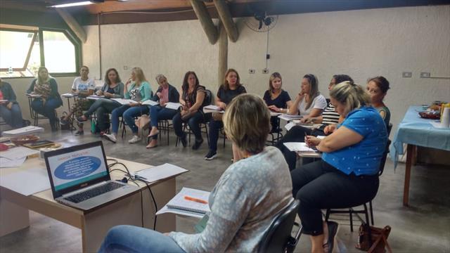 Reunião com pedagogas de escolas e CMEIs