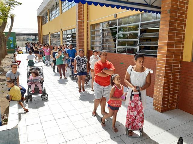 PREFEITURA ENTREGA CESTAS BÁSICAS A QUASE SEIS MIL ALUNOS SEM MERENDA