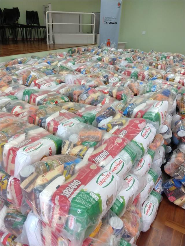 Distribuição de kits de alimentação suplementar na Regional Tatuquara