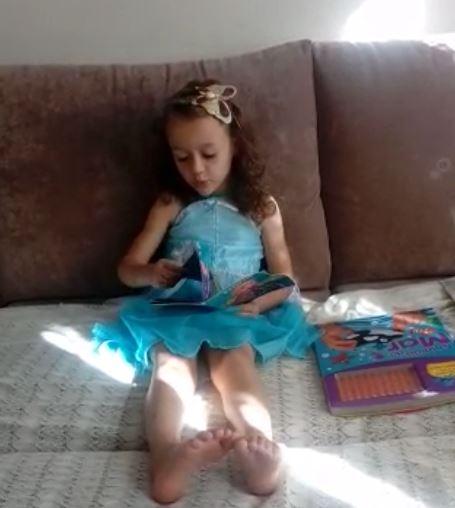 Nossas crianças e as famílias estão participando das videoaulas.