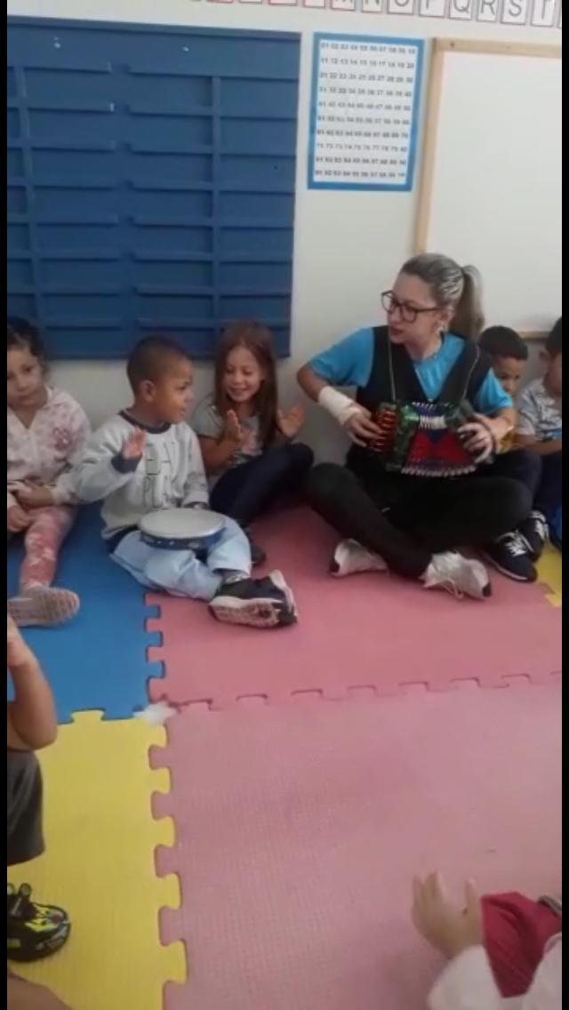 DE QUAL MÚSICA VOCÊ MAIS GOSTA? PEÇA PARA A PROFESSORA ESTELA CANTAR!