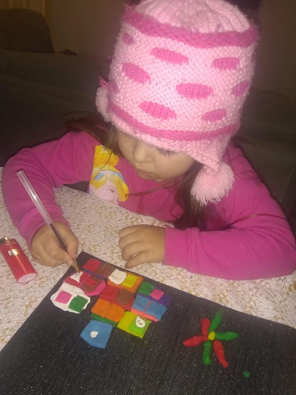 Gabriela brincando