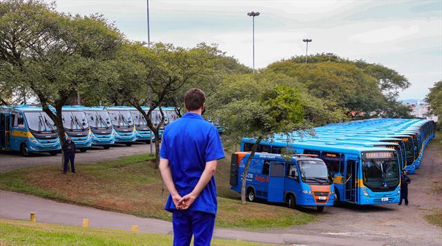 Entrega de 66 novos ônibus especiais para o Sistem