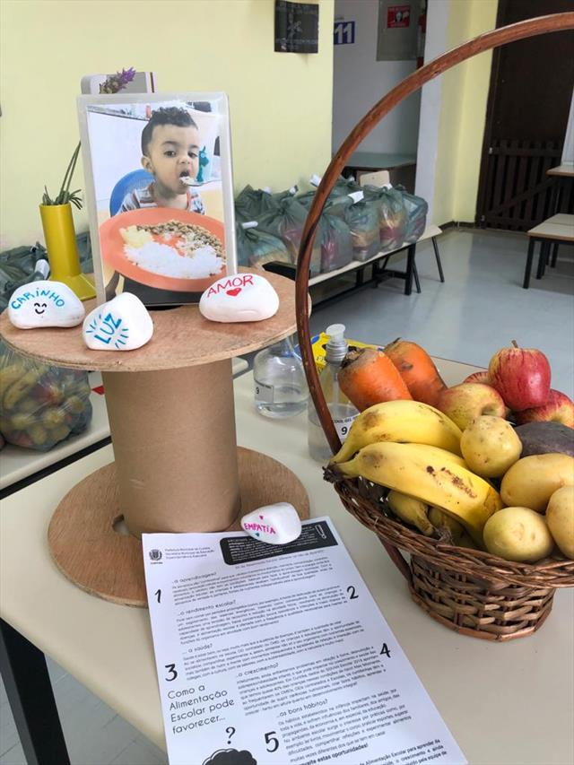 Entrega de Kit alimentação e pedagógico