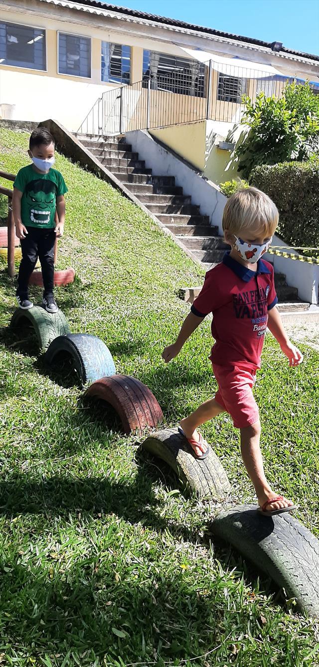 Ao ar livre as crianças brincaram, exploraram, tiv