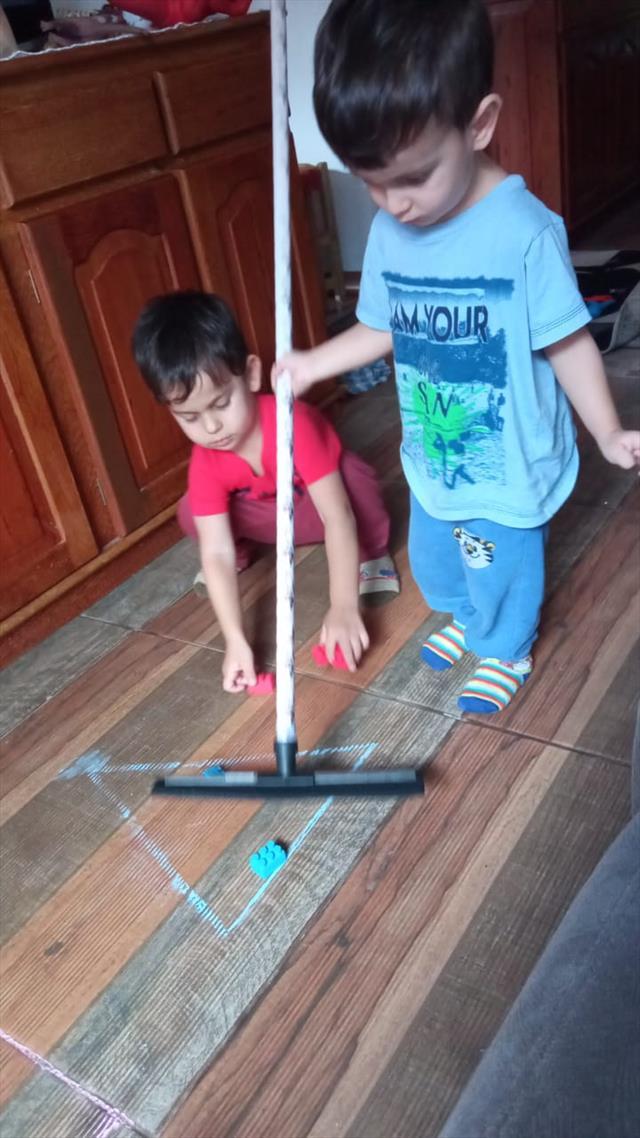 Os irmãos Giorgio e Giulio brincando