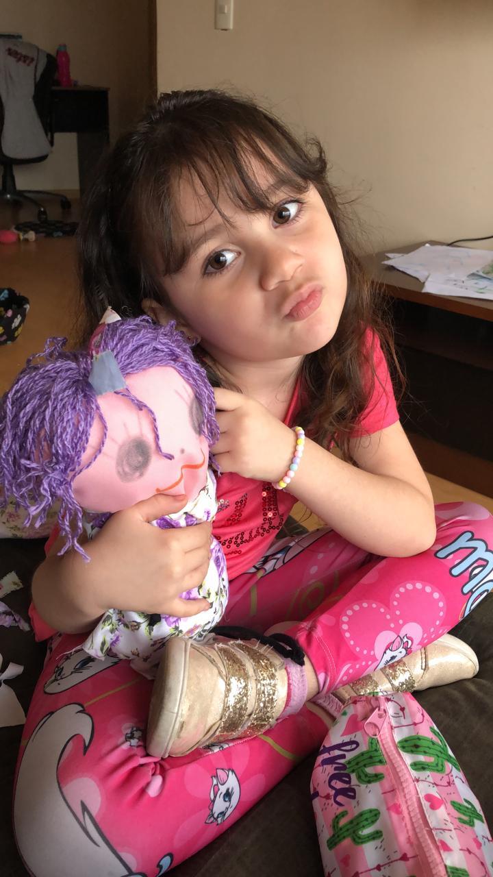 Brincando com a boneca