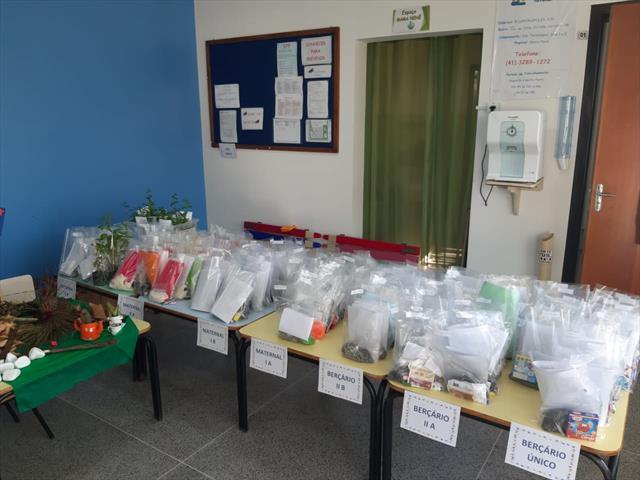 Entrega de kit alimentação e propostas pedagógicas mês de maio