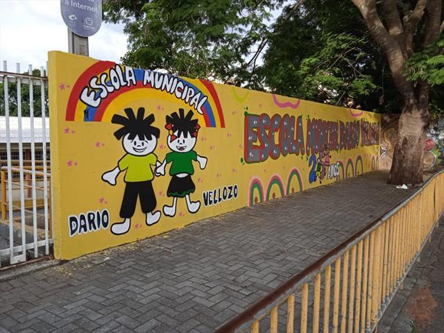 A frente da escola
