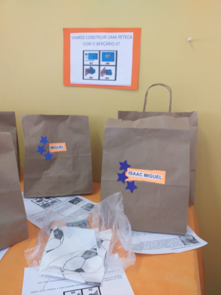 Entrega de Kits Alimentos e Pedagógicos