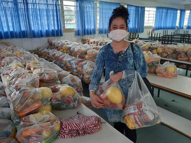 Muita alegria na entrega dos Kits alimentação e pedagógicos nas Escolas e CMEIs de Santa Felicidade