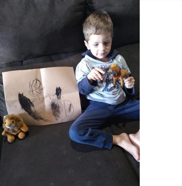Guilherme desenhou o rei da selva...