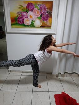 Realização de três movimentos de ginástica solo. P