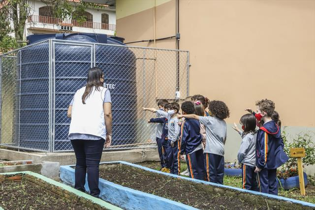Estão sendo instaladas novas cisternas em escolas